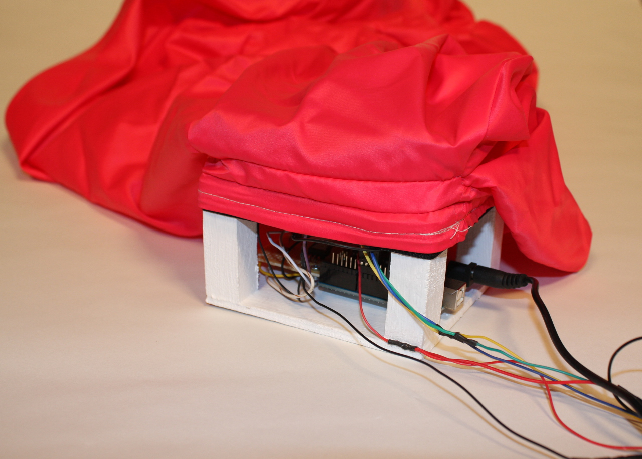 Detail (with Arduino Uno and wires)